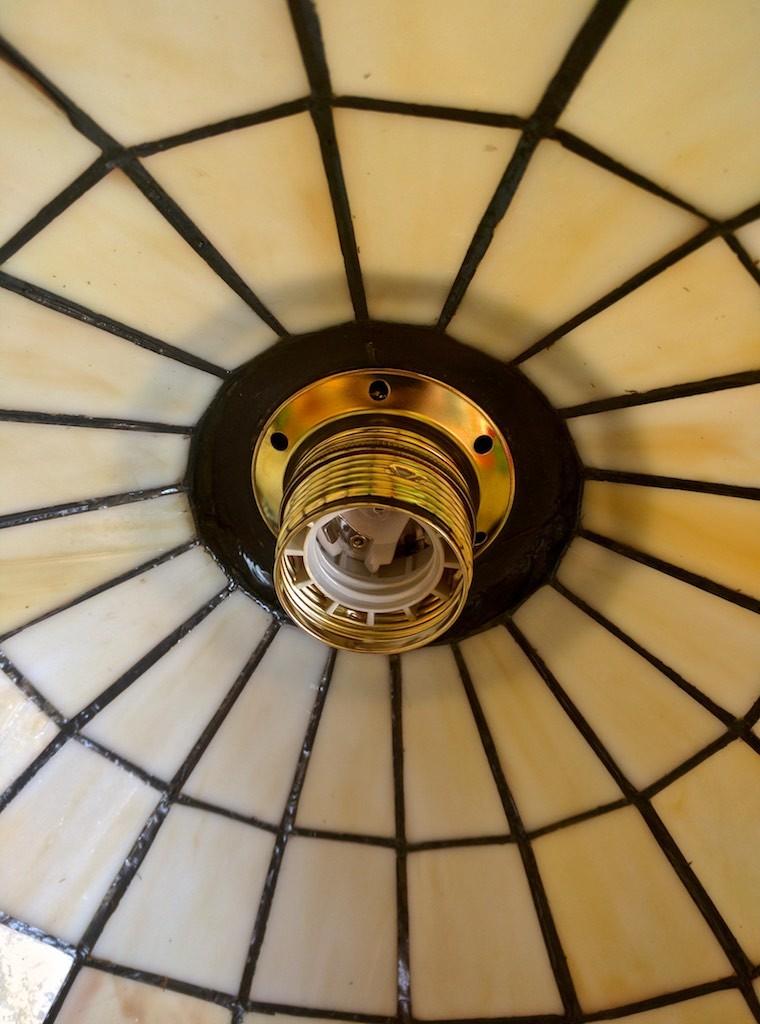 lampada a sospensione tiffany con frutta e sfondo giallo 155931