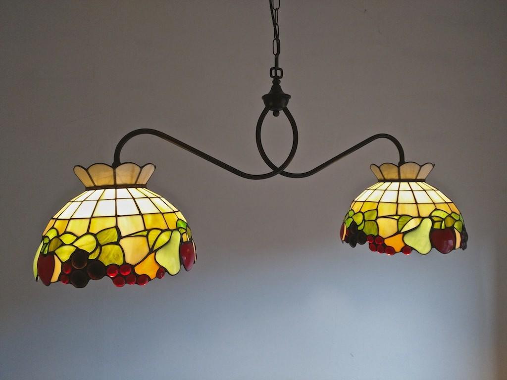 lampada a sospensione tiffany con frutta e sfondo giallo 2243