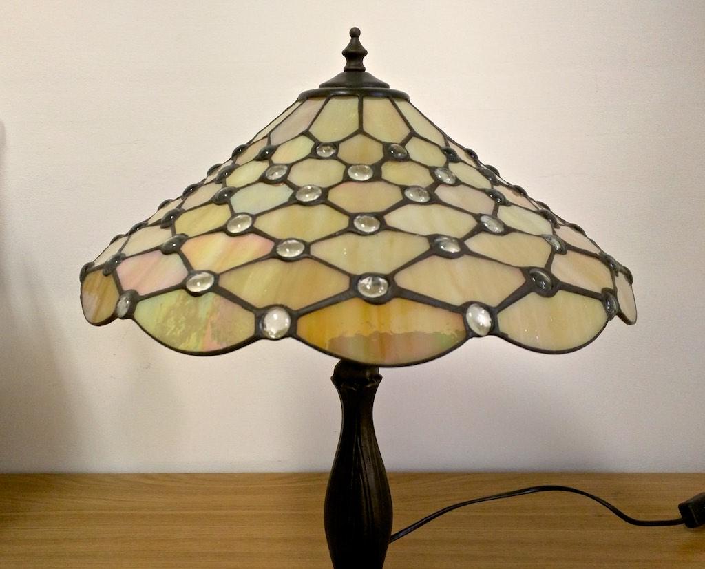 lampada da scrivania gialla tiffany