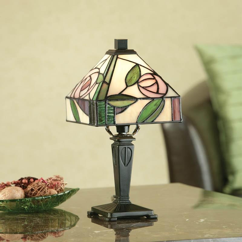 lampada-da-tavolo-scrivania-o-comodino-tiffany-floreale-con-fiori-rosa-e-sfondo-giallo
