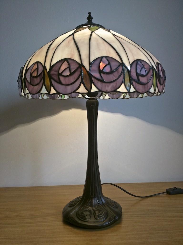 lampada da tavolo tiffany con fiori viola 7