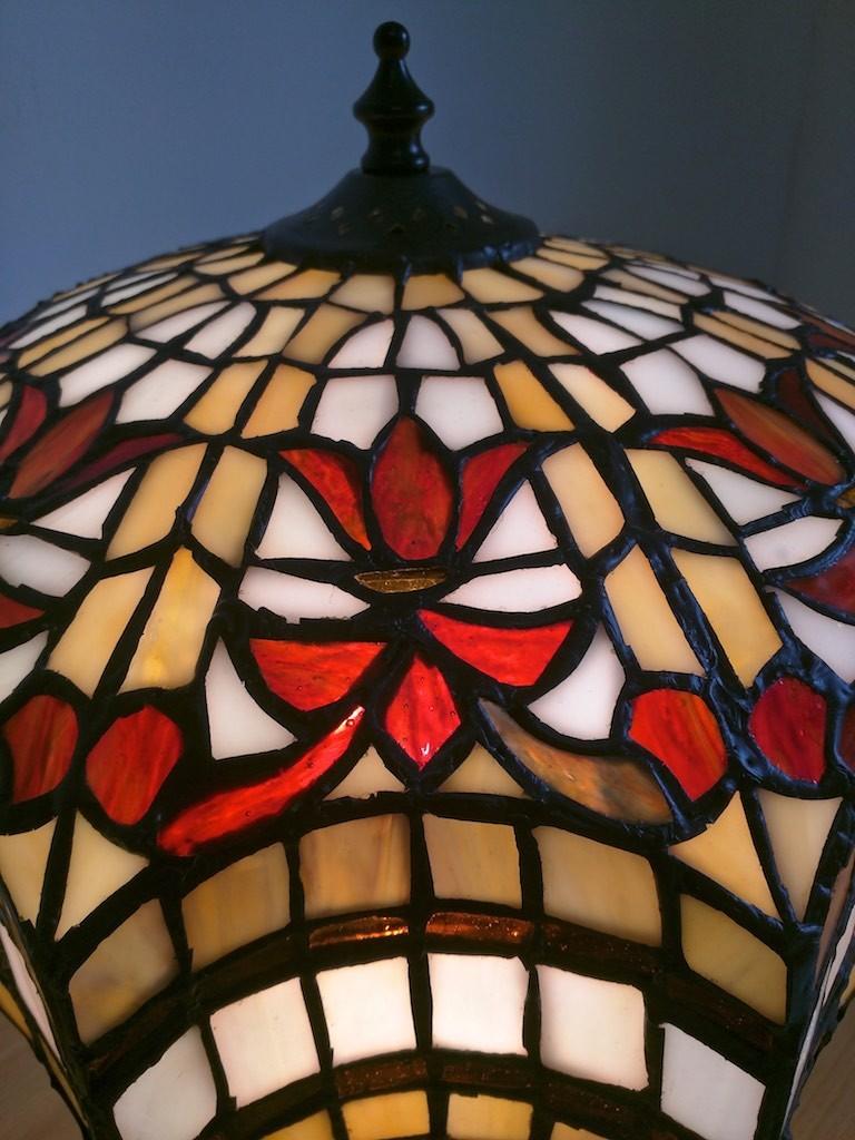 lampada da tavolo tiffany rossa, gialla e bianca 6