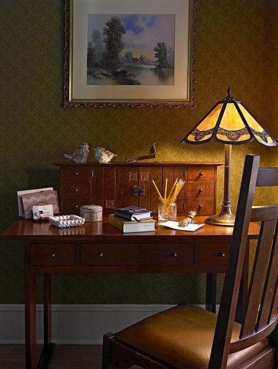 lampada tiffany su scrivania 1