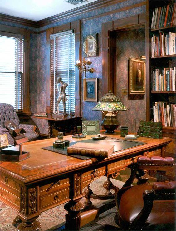 lampada tiffany su scrivania