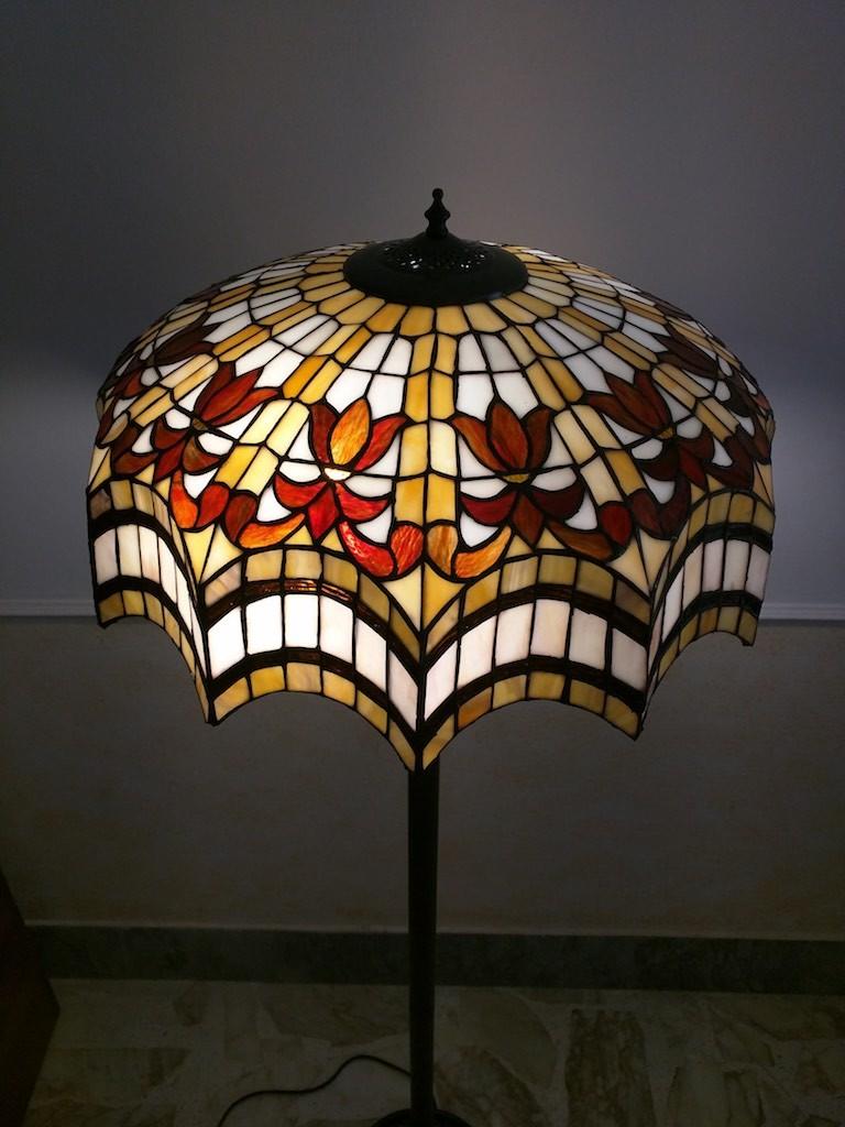 Piantana Lampada da Terra Tiffany rossa, gialla e bianca 25