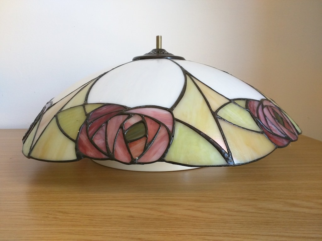 Lampadari E Plafoniere Tiffany : Come montare la plafoniera tiffany con fiori rosa e rossi