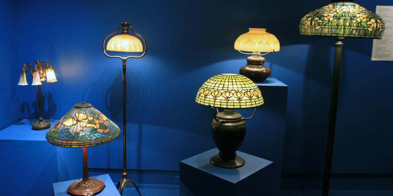 LAMPADE TIFFANY: se cerchi informazioni sulle Lampade Tiffany, se vuoi comprarne una online o anche in negozio fisico, questo è l'articolo definitivo