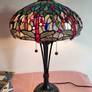 lampada da tavolo tiffany con libellule