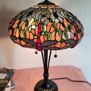 lampada tiffany da tavolo con libellule