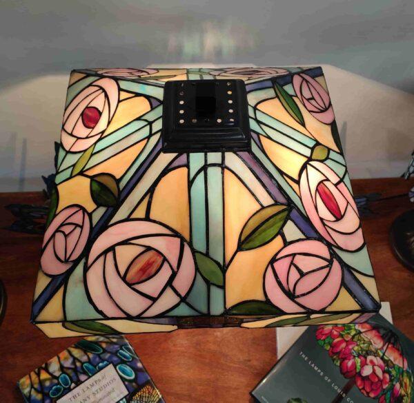 Lampada da Tavolo Tiffany con Fiori 311 scaled