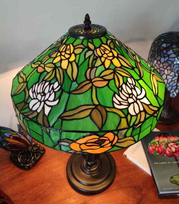 lampada da tavolo tiffany verde con fiori 6