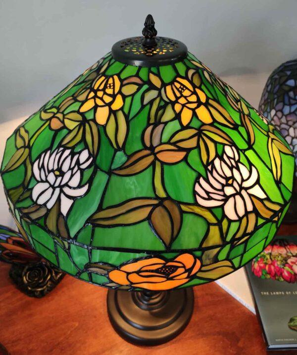 lampada da tavolo tiffany verde con fiori 5