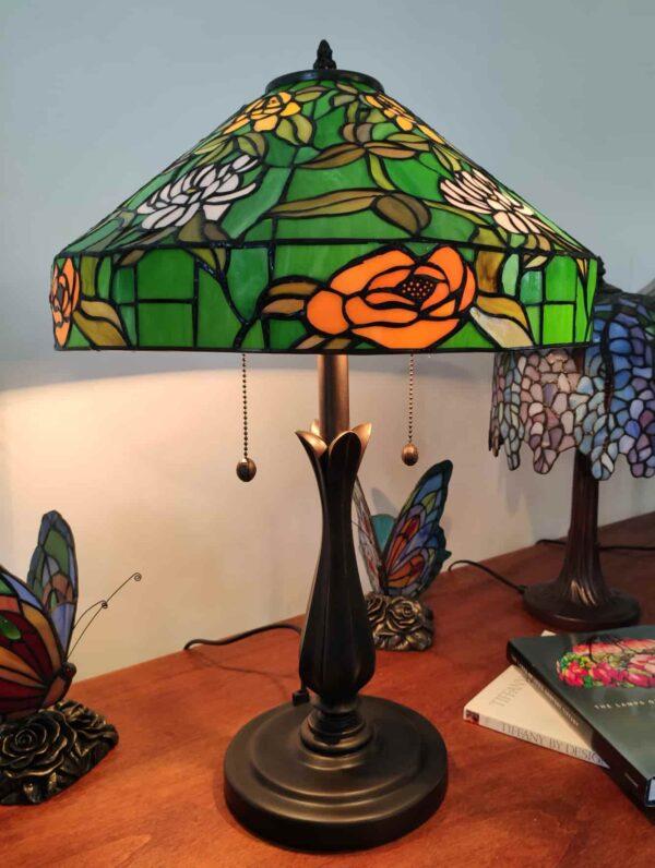 lampada da tavolo tiffany verde con fiori 4