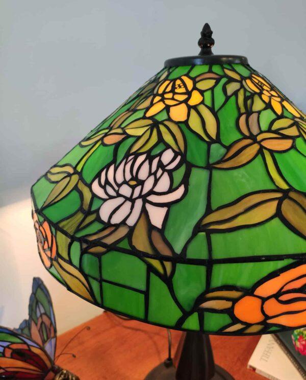 lampada da tavolo tiffany verde con fiori 2