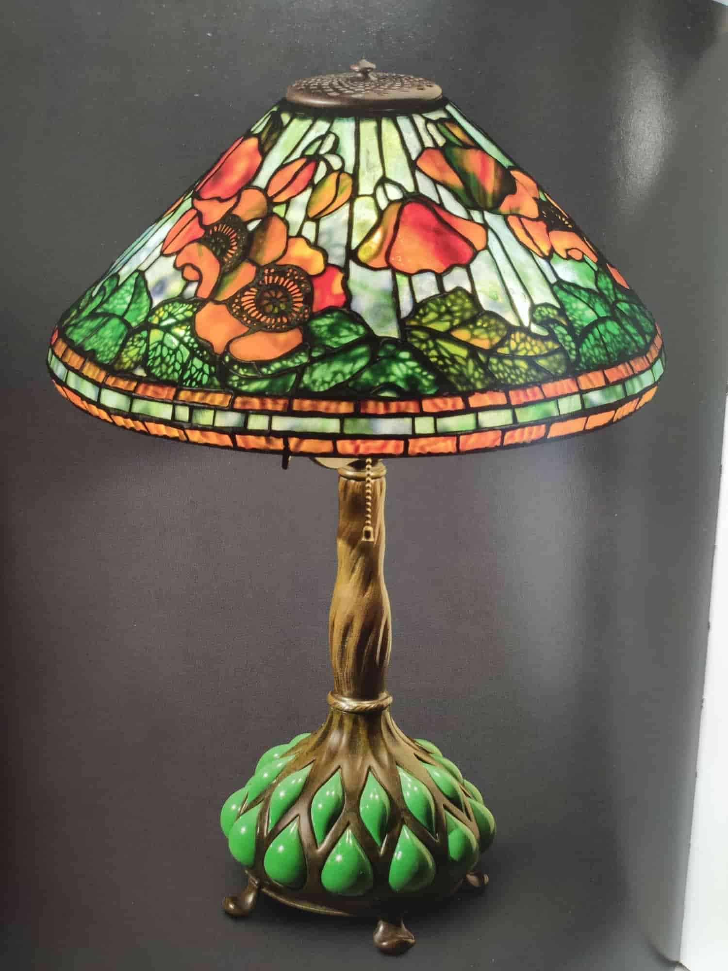 lampada da tavolo tiffany con tulipani a